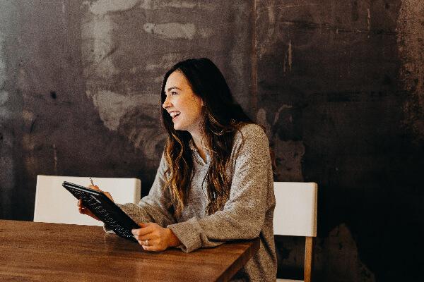jibberjobber-blog-header-smiling-woman